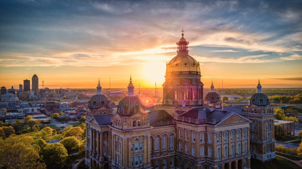 Grants and Financial Assistance for Single Moms in Iowa